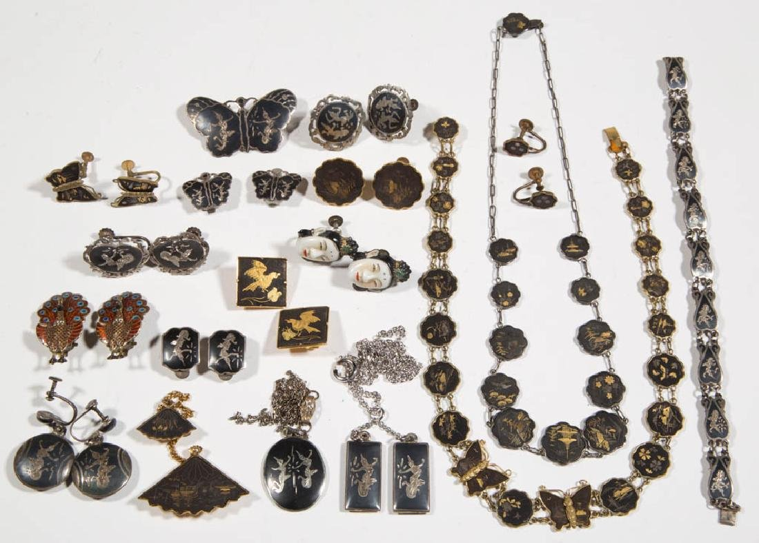 ASSORTED ANTIQUE / VINTAGE COSTUME JEWELRY, LOT OF 29