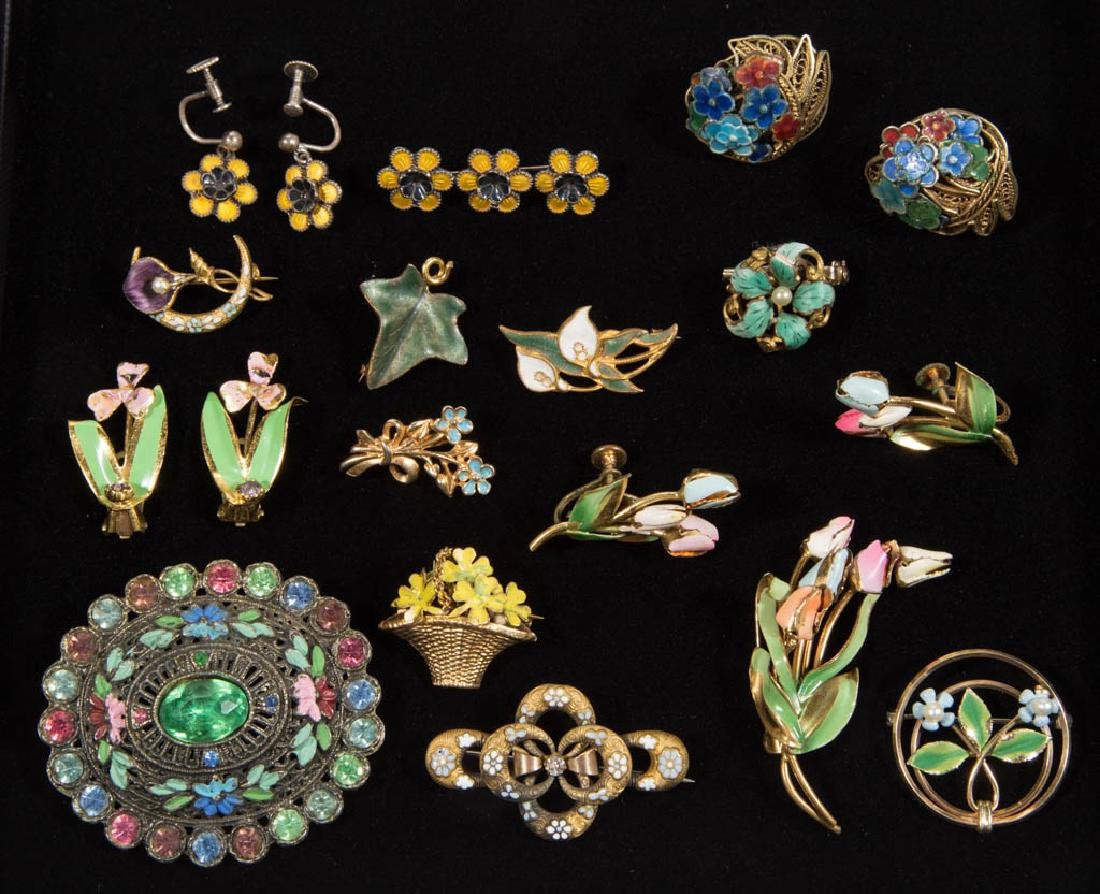 ASSORTED ANTIQUE / VINTAGE COSTUME JEWELRY, LOT OF 19