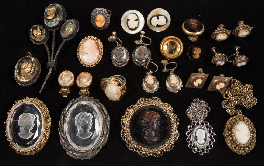 ASSORTED ANTIQUE / VINTAGE COSTUME JEWELRY, LOT OF 26