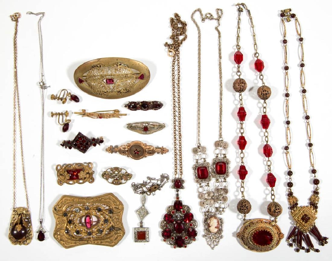 ASSORTED ANTIQUE / VINTAGE COSTUME JEWELRY, LOT OF 18