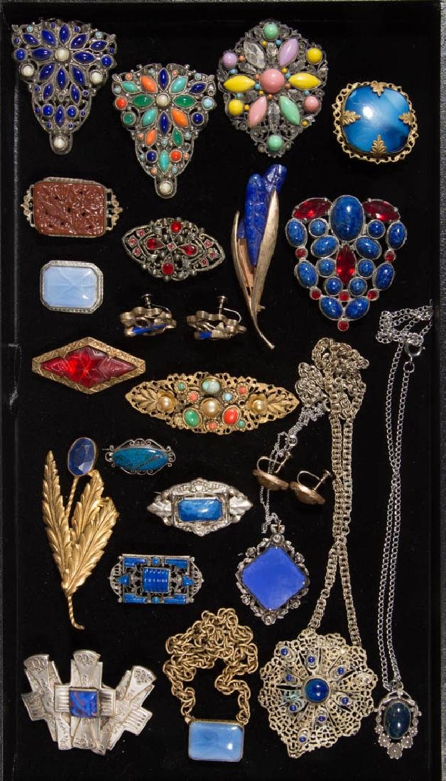 ASSORTED ANTIQUE / VINTAGE COSTUME JEWELRY, LOT OF 24