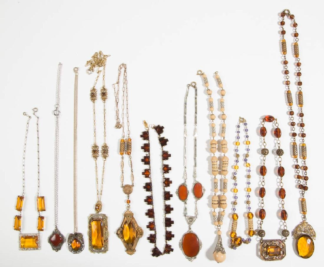 ASSORTED ANTIQUE / VINTAGE COSTUME JEWELRY NECKLACES,