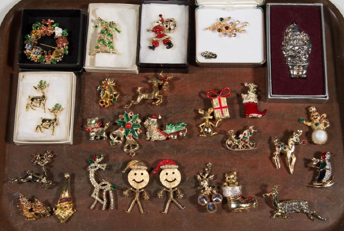 VINTAGE CHRISTMAS COSTUME JEWELRY, LOT OF 27 PIECES
