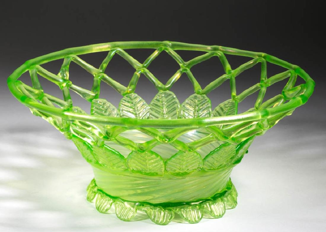 OPENWORK LATTICED ART GLASS BASKET