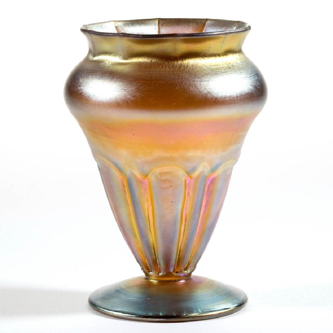 NASH MOLDED IRIDESCENT ART GLASS VASE