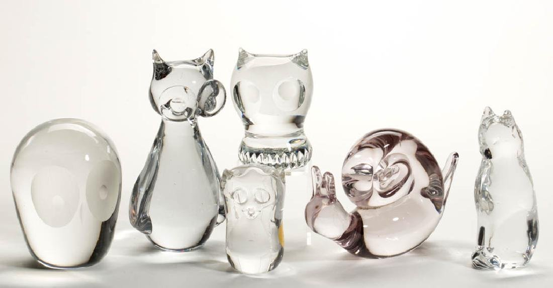 ASSORTED CRYSTAL ART GLASS FIGURINES / PAPERWEIGHTS,