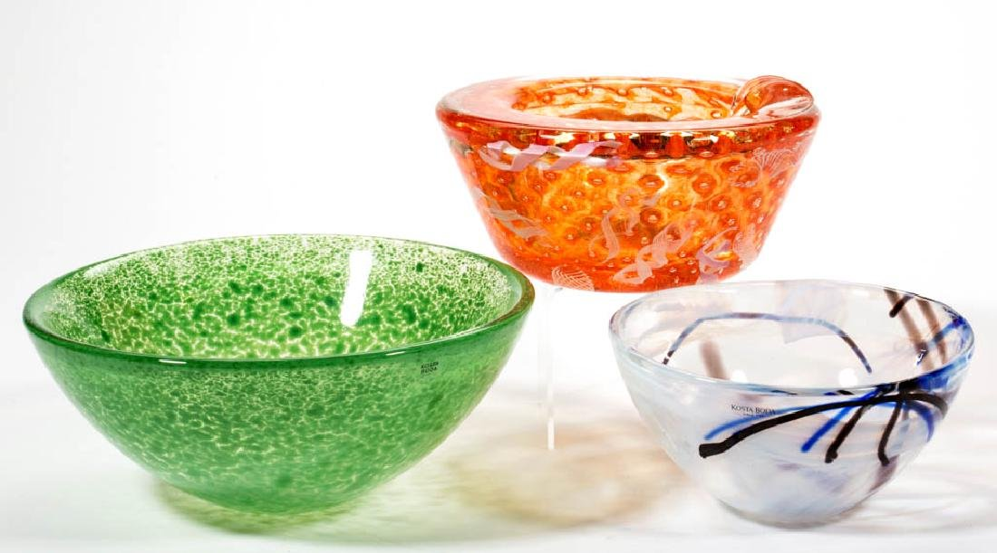 ASSORTED STUDIO ART GLASS BOWLS, LOT OF THREE