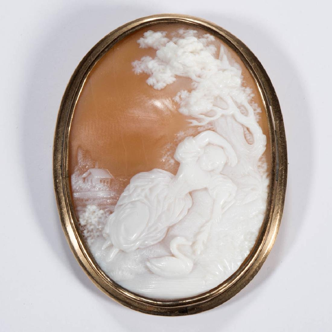 ANTIQUE 10K GOLD AND CARVED CAMEO BROOCH