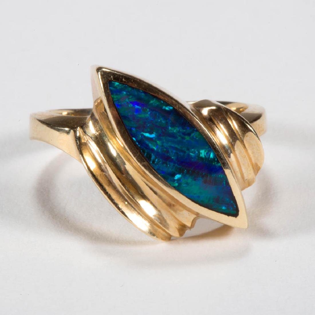 VINTAGE 14K GOLD AND OPAL LADY'S RING