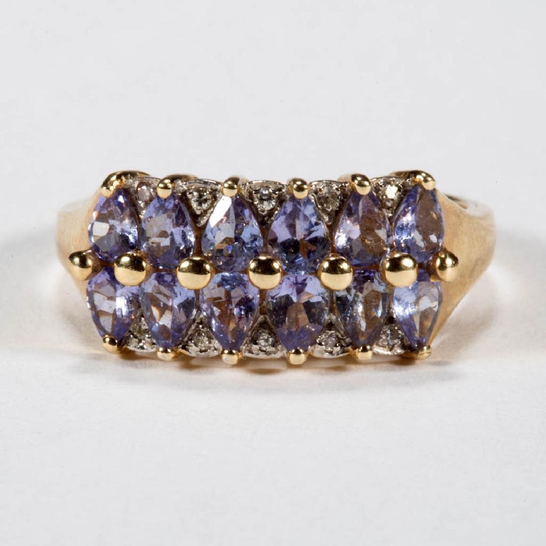 VINTAGE 14K GOLD AND TANZANITE LADY'S RING
