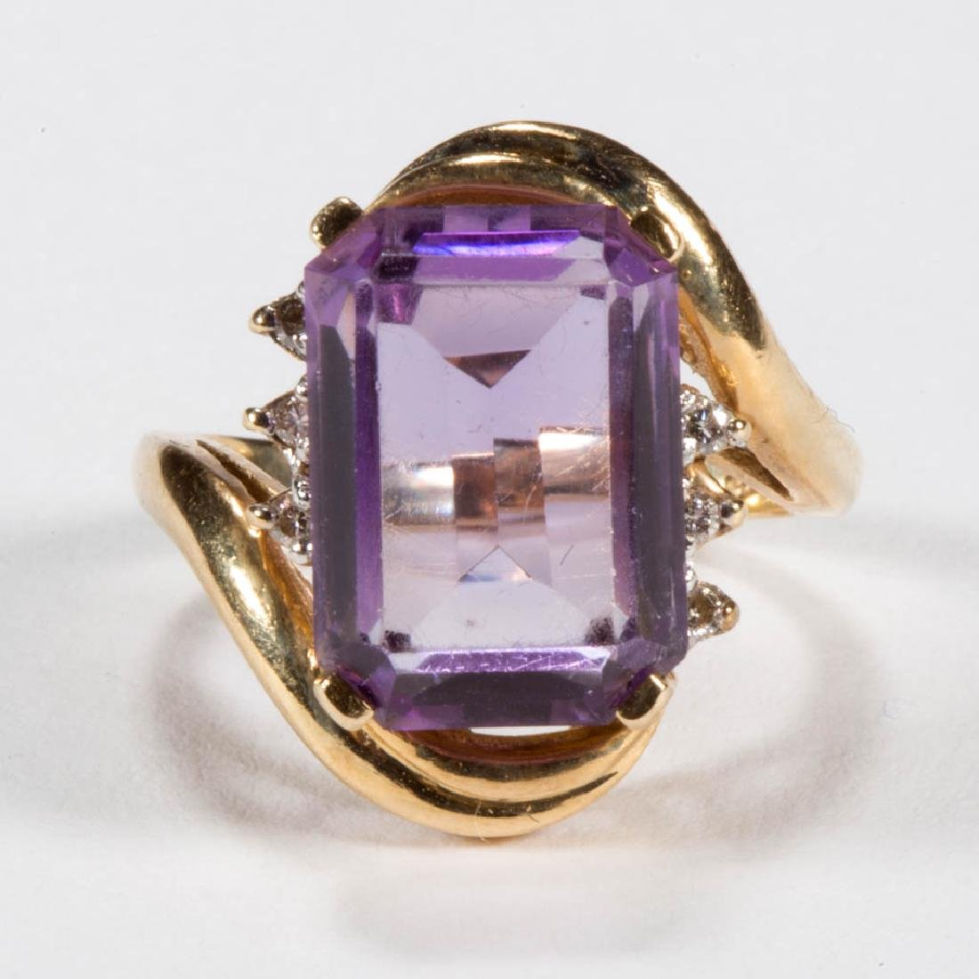 VINTAGE 14K GOLD AND AMETHYST LADY'S RING