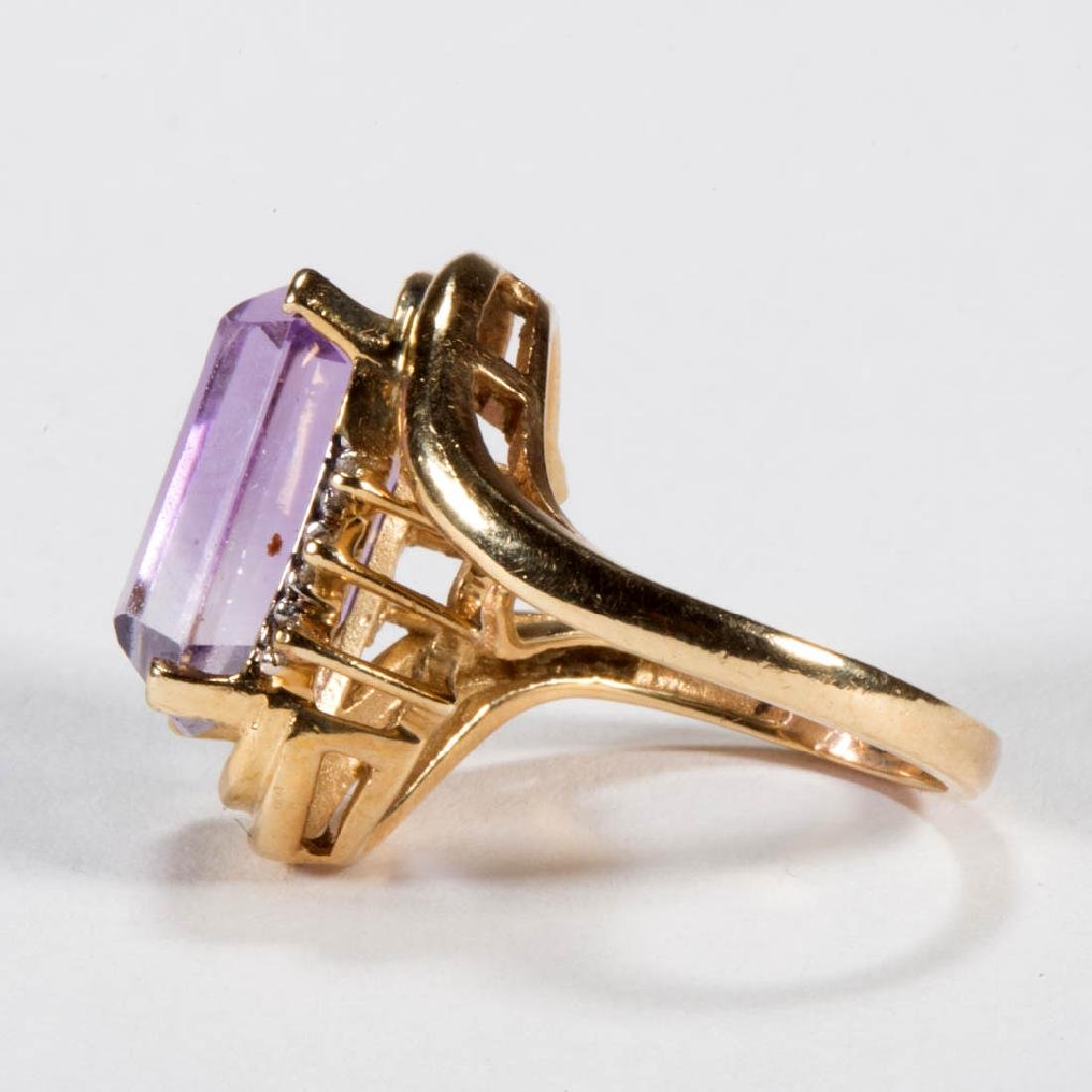 VINTAGE 14K GOLD AND AMETHYST LADY'S RING - 2