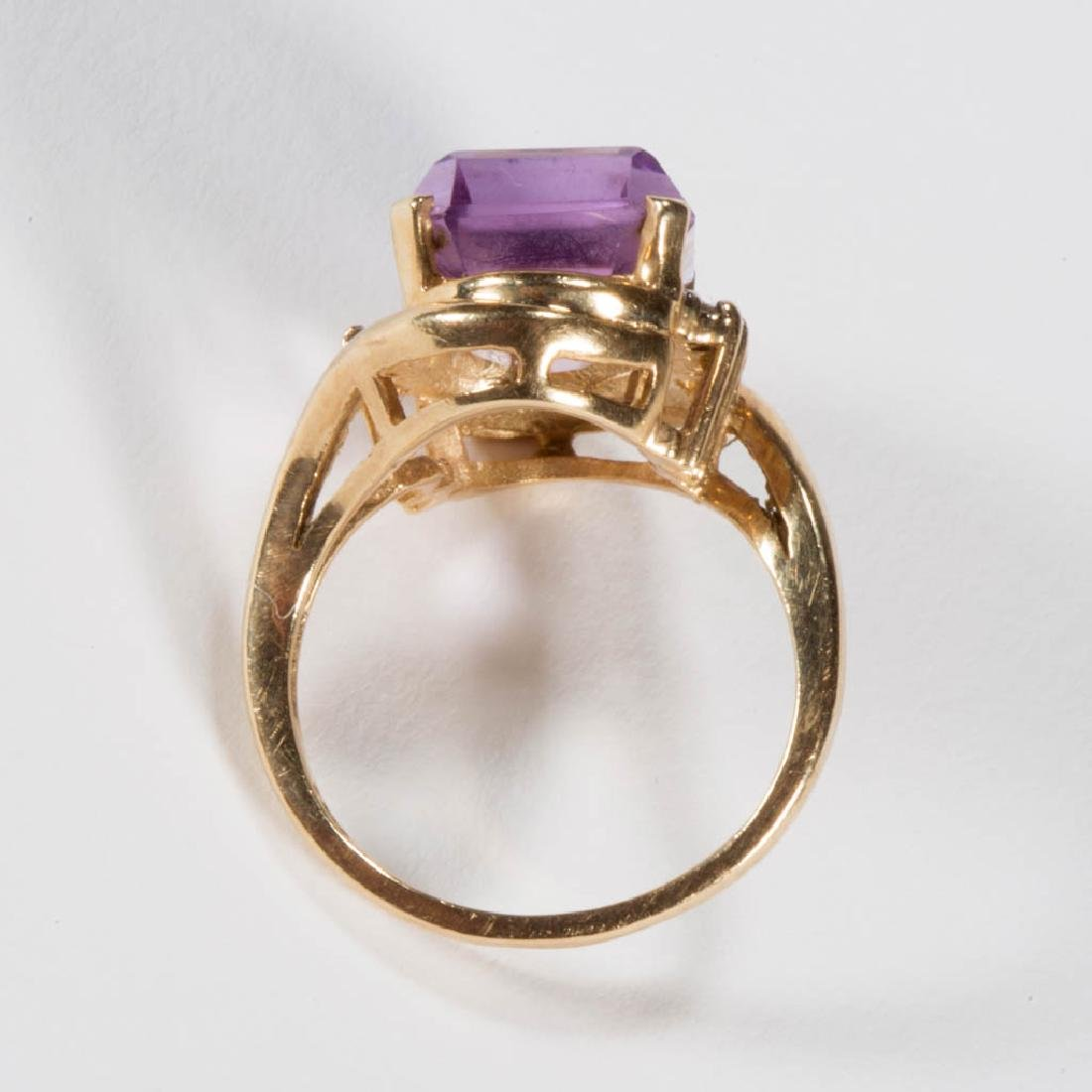 VINTAGE 14K GOLD AND AMETHYST LADY'S RING - 3
