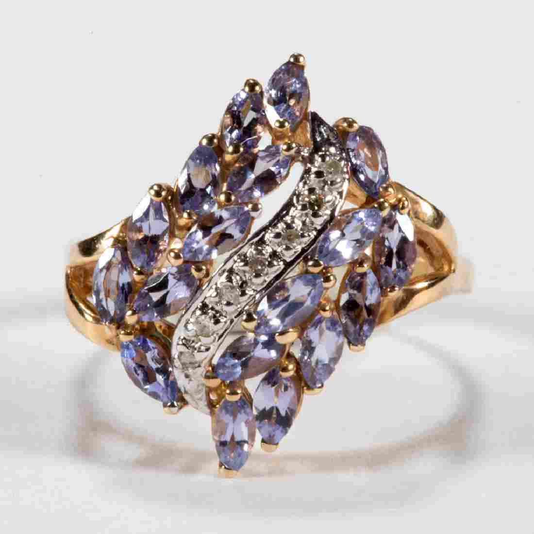 VINTAGE 14K GOLD DIAMOND AND TANZANITE LADY'S RING