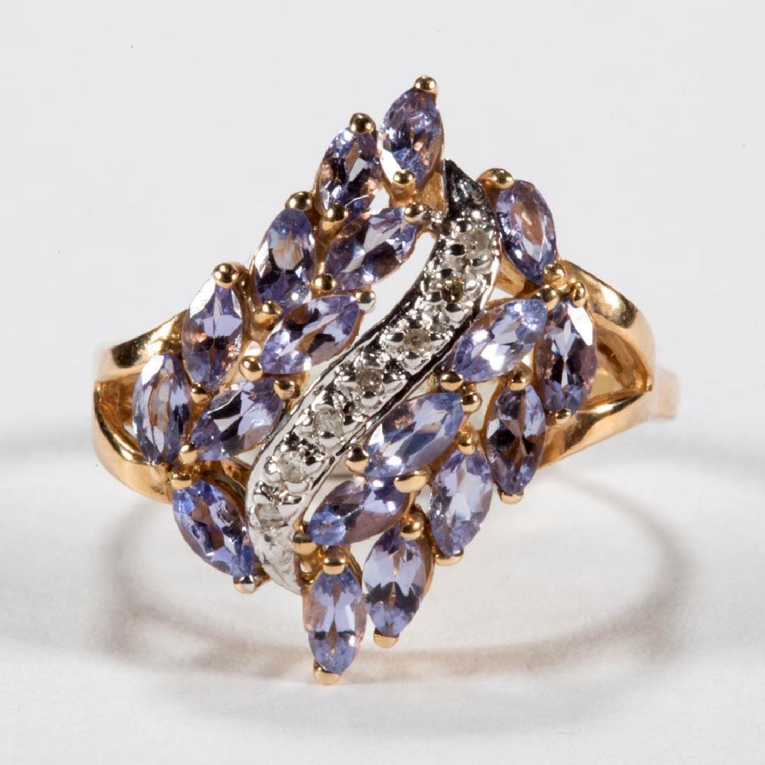 VINTAGE 14K GOLD DIAMOND AND TANZANITE LADY'S RING