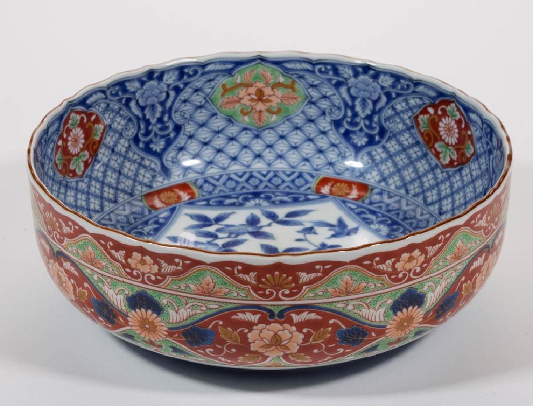 JAPANESE IMARI-STYLE PORCELAIN BOWL