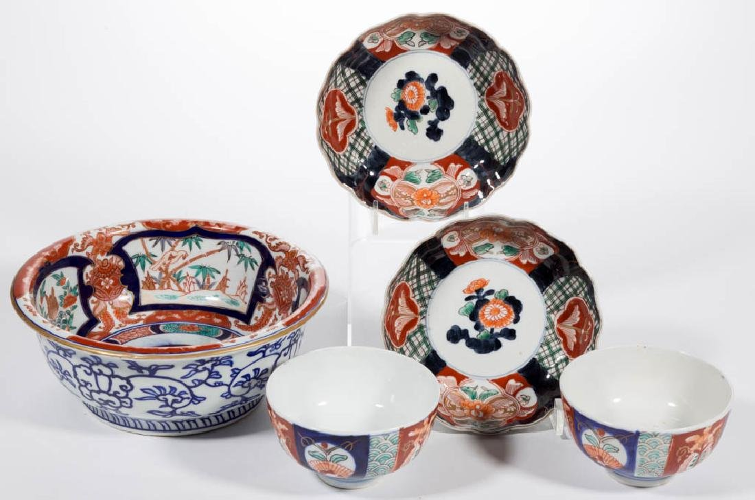 JAPANESE IMARI PORCELAIN ARTICLES, LOT OF FIVE