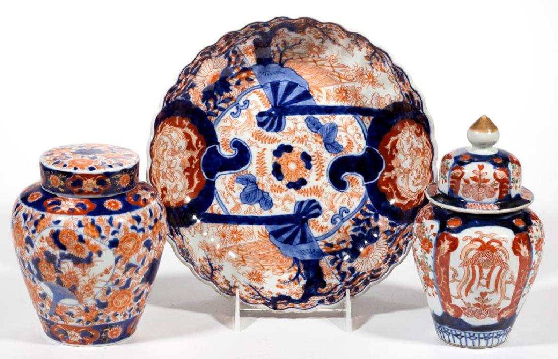 JAPANESE IMARI PORCELAIN ARTICLES, LOT OF THREE