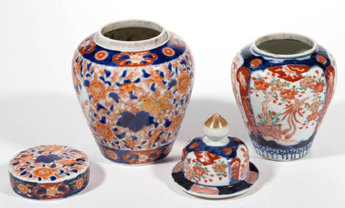 JAPANESE IMARI PORCELAIN ARTICLES, LOT OF THREE - 5