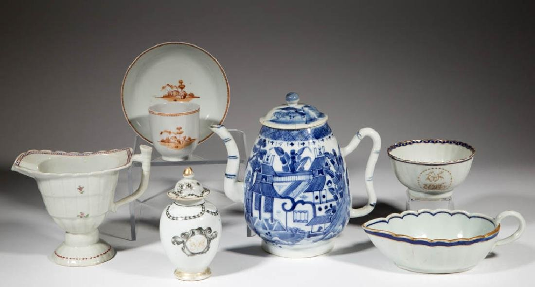 CHINESE EXPORT PORCELAIN ARTICLES, LOT OF SEVEN
