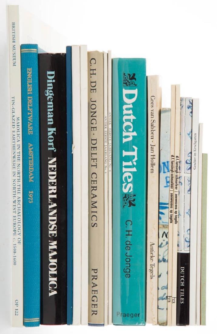 ASSORTED DELFT / MAIOLICA / MAJOLICA CERAMIC VOLUMES /
