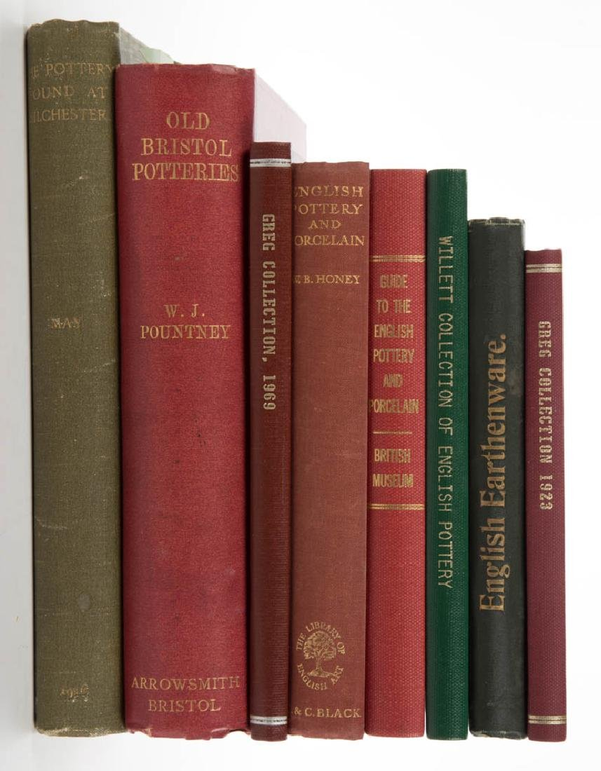 ENGLISH CERAMIC / COLLECTION VOLUMES, LOT OF EIGHT