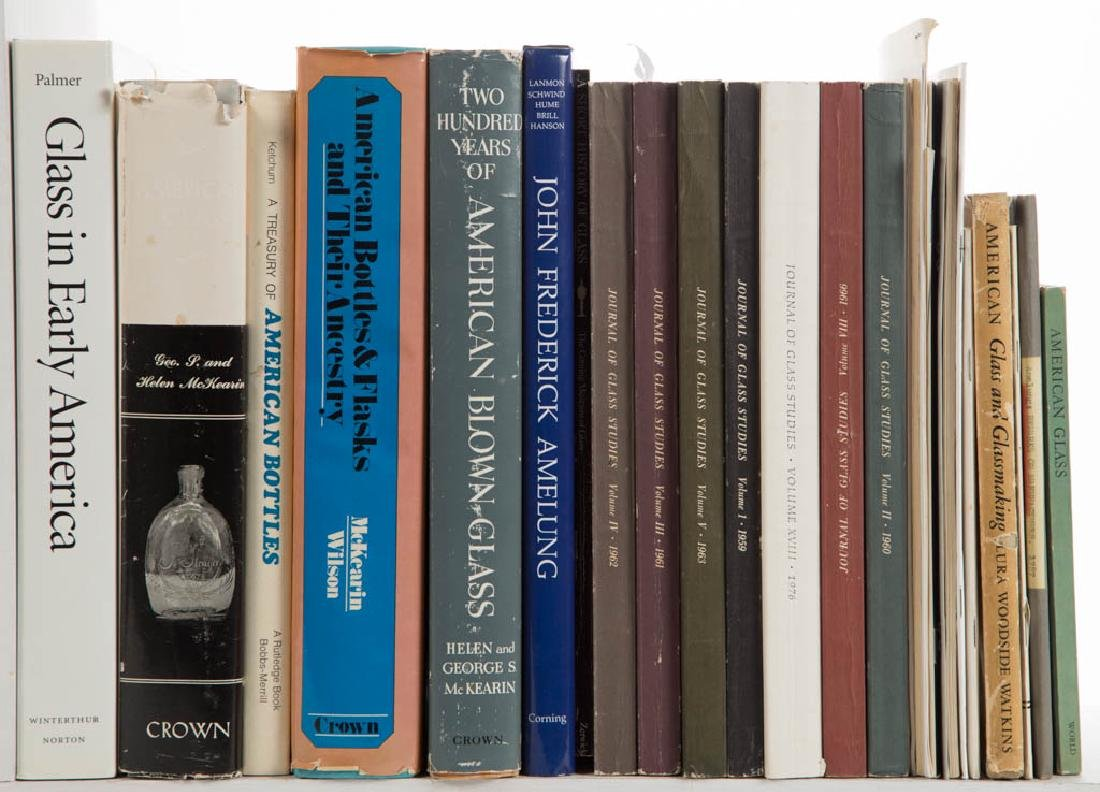 AMERICAN GLASS VOLUMES / RESEARCH MATERIALS, LOT OF 19