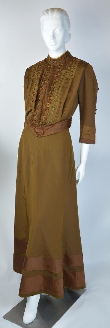 EDWARDIAN GOLD SILK TAFFETA TWO-PIECE LACE DRESS WITH