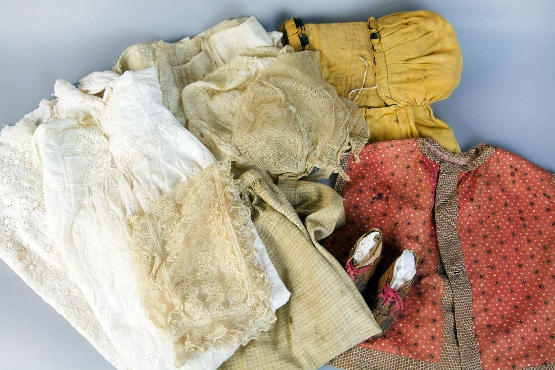 ASSORTED REGENCY ERA AND EARLY VICTORIAN BABY CLOTHING
