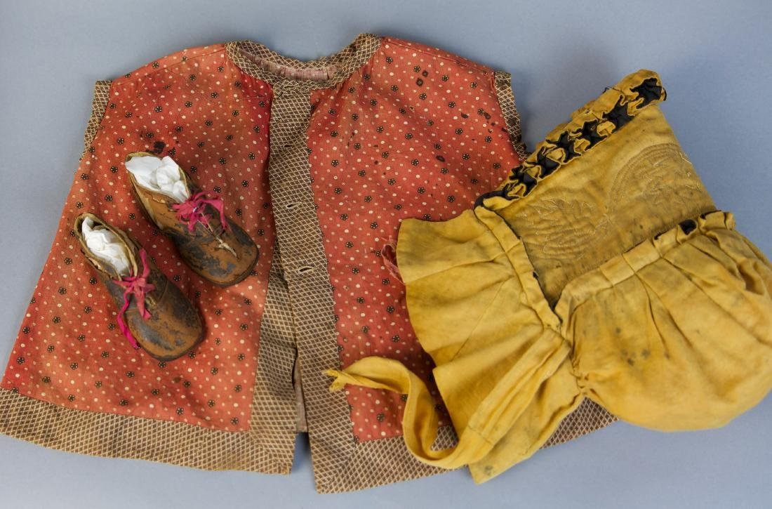 ASSORTED REGENCY ERA AND EARLY VICTORIAN BABY CLOTHING - 3