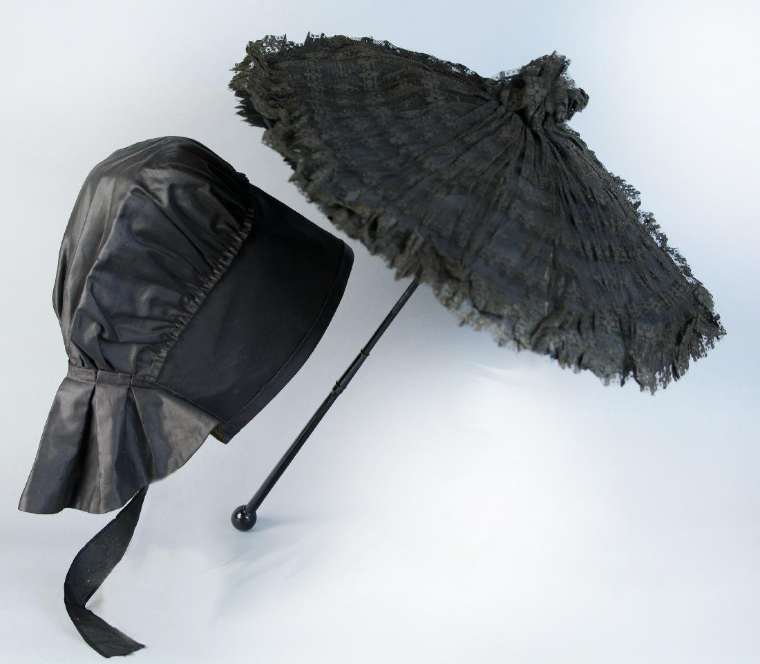SILK LACE AND SATIN COACH PARASOL AND POLISHED COTTON