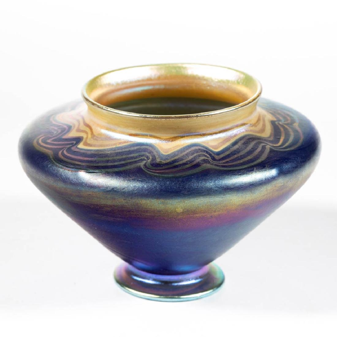 TIFFANY FAVRILE WAVE-DECORATED IRIDESCENT ART GLASS