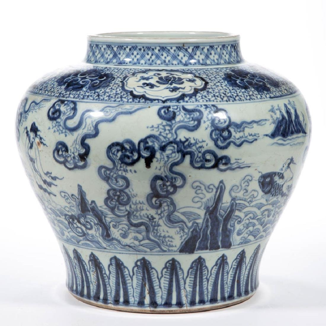 CHINESE EXPORT QING-STYLE PORCELAIN BLUE AND WHITE JAR - 3