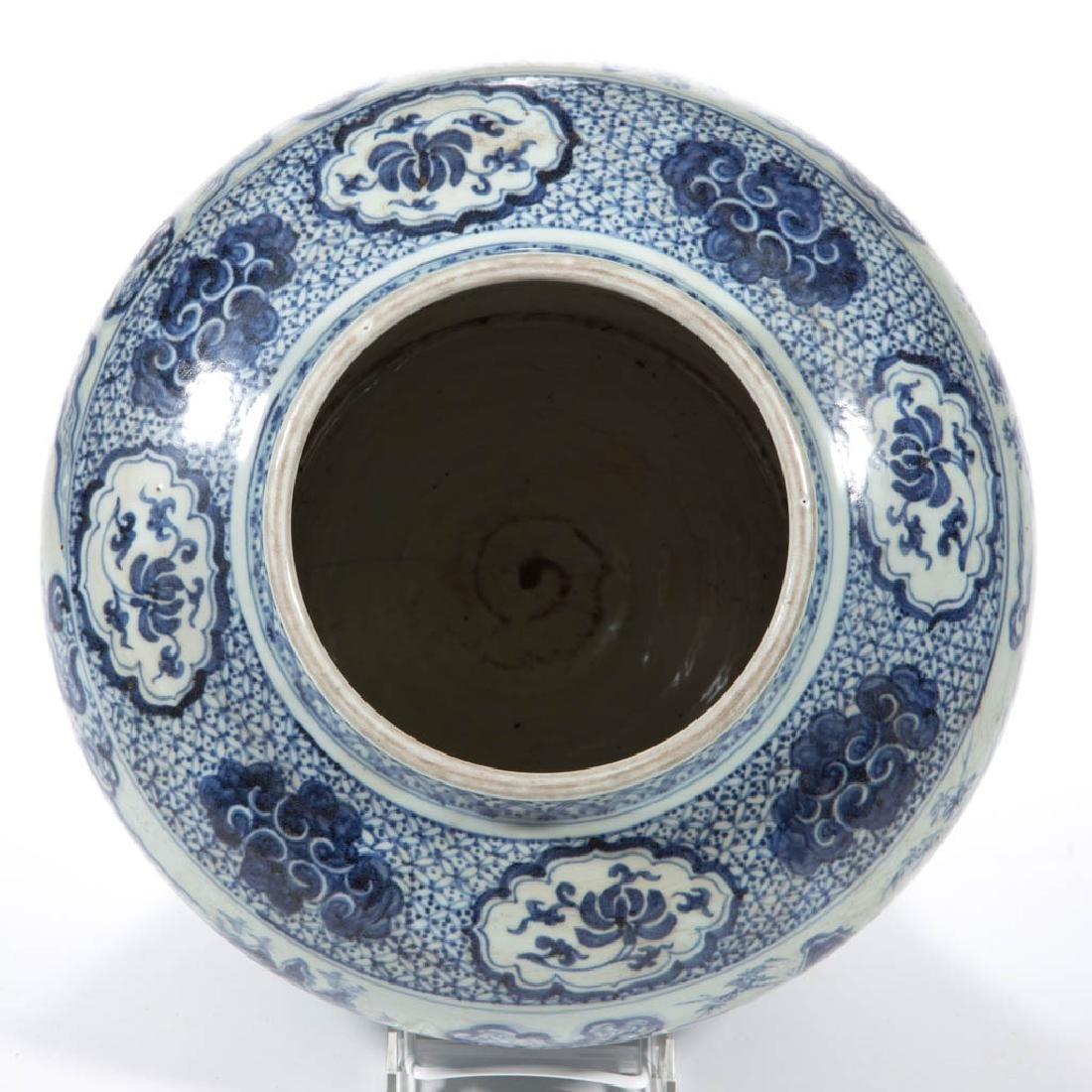 CHINESE EXPORT QING-STYLE PORCELAIN BLUE AND WHITE JAR - 5