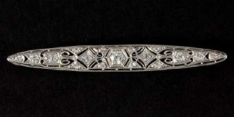 ANTIQUE ART DECO PLATINUM AND DIAMOND BROOCH