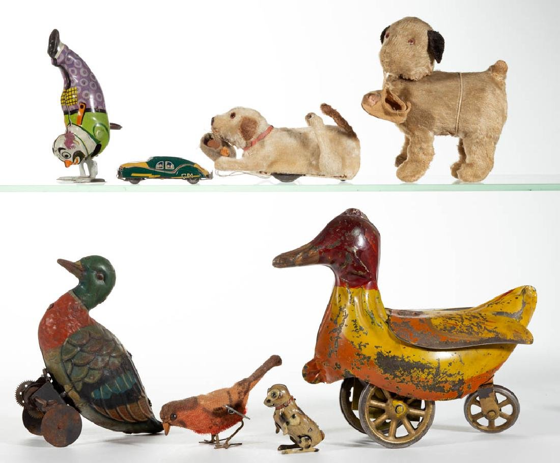 VINTAGE WIND-UP AND OTHER TOYS, LOT OF EIGHT