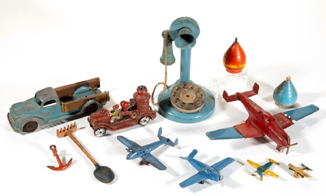 ASSORTED VINTAGE METAL AND WOOD TOYS, LOT OF 12