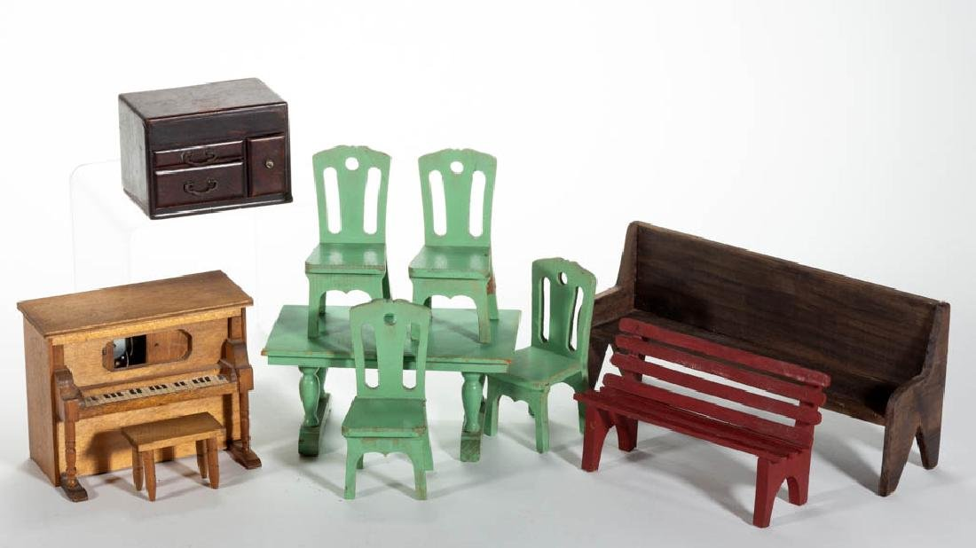 ASSORTED WOODEN DOLLHOUSE / MINIATURE FURNITURE, LOT OF