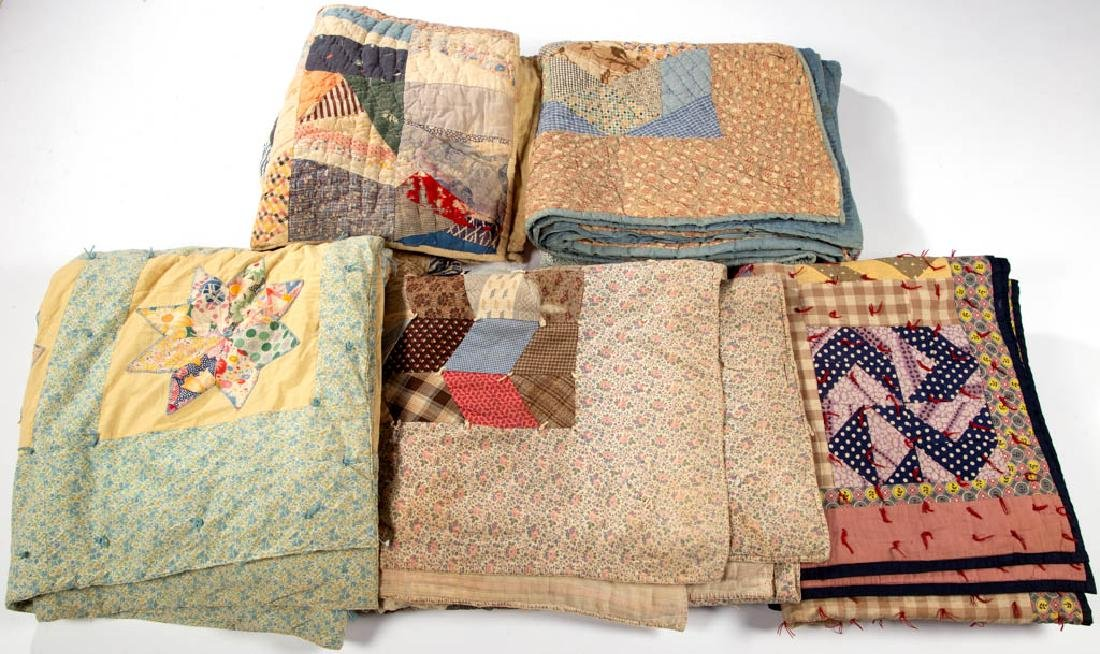 ASSORTED AMERICAN QUILTS AND TIED COMFORTS, LOT OF FIVE