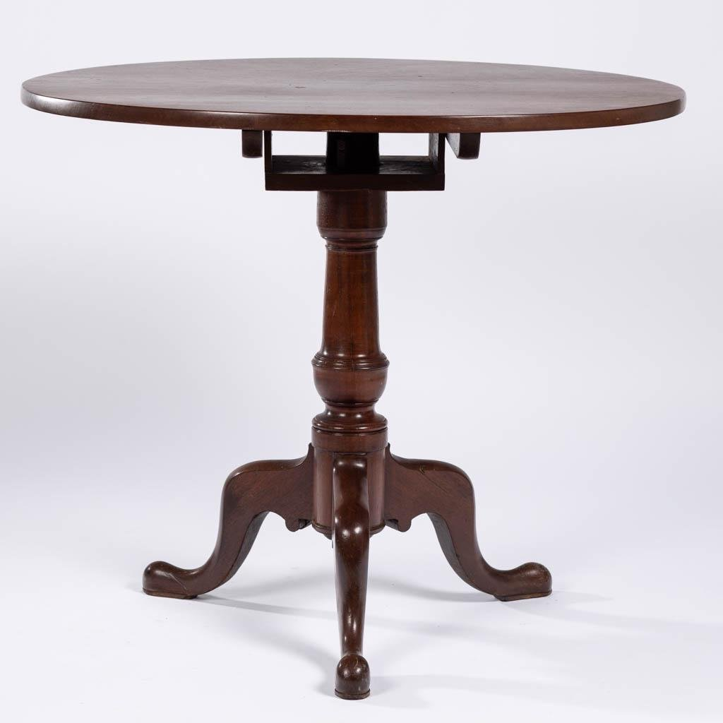 AMERICAN OR ENGLISH MAHOGANY TILT-TOP TEA TABLE
