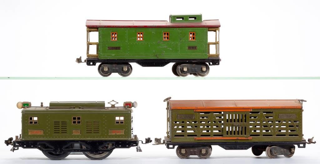 LIONEL NO. 8E STANDARD GAUGE LOCOMOTIVE WITH TWO CARS