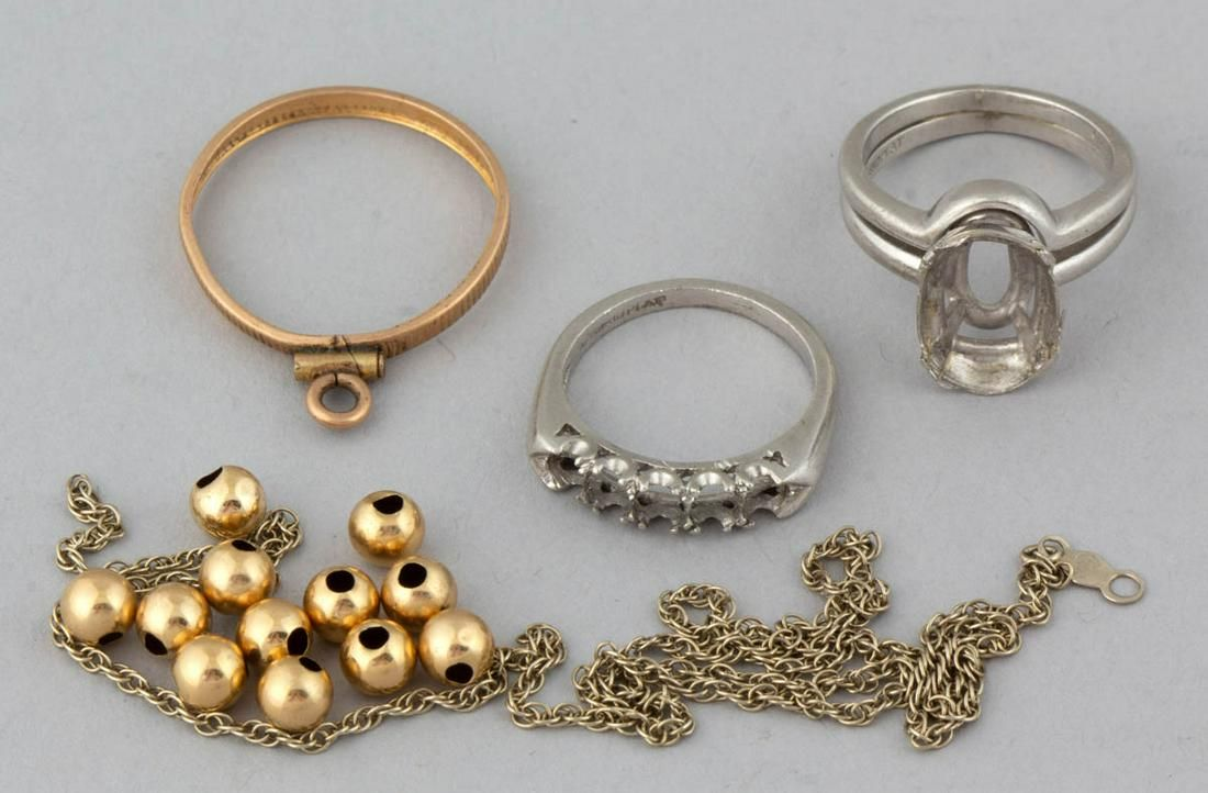 VINTAGE PLATINUM AND GOLD SCRAP JEWELRY, LOT OF 16
