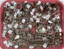 ASSORTED VINTAGE AND CONTEMPORARY COSTUME JEWELRY,