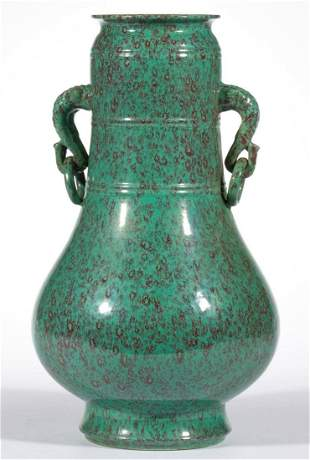 CHINESE EXPORT PORCELAIN QING-STYLE VASE