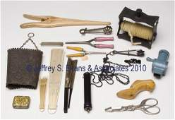 582: SIXTEEN ASSORTED LADY'S ACCOUTREMENTS AND DOMESTIC