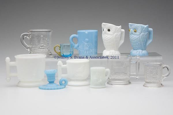 18: CHILDREN'S MUGS AND OTHER ARTICLES, LOT OF 11