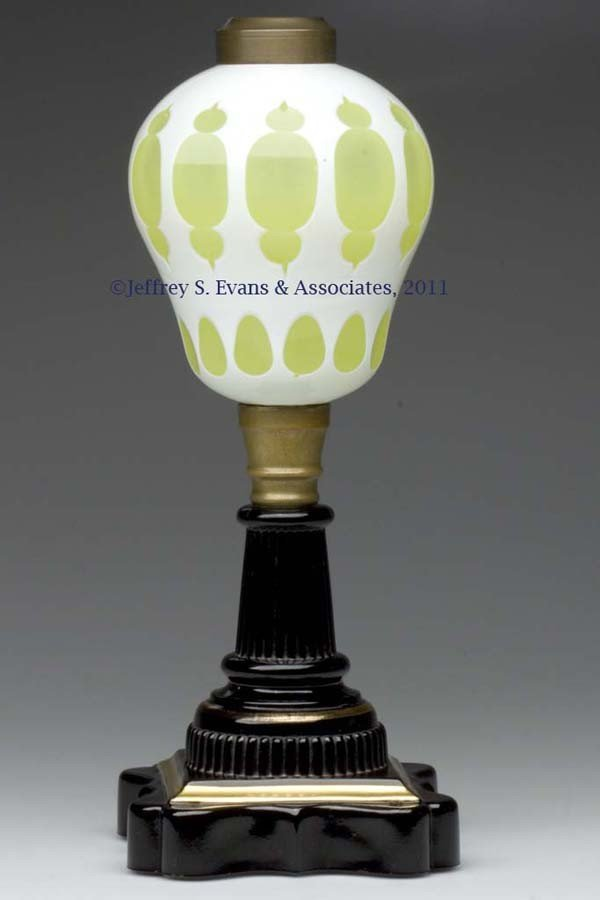632: CUT OVERLAY MOORISH WINDOWS KEROSENE STAND LAMP