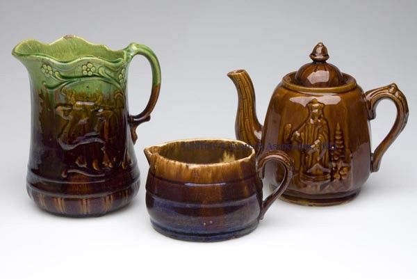 706: ROCKINGHAM-STYLE AND OTHER POTTERY ARTICLES, LOT O