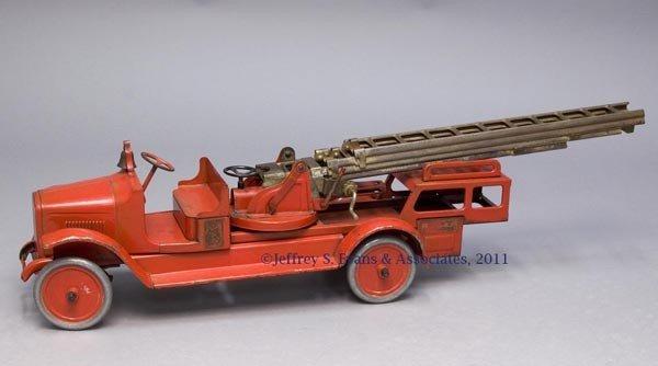 "10: BUDDY ""L"" PRESSED STEEL AERIAL TOY LADDER FIRE TRUC"