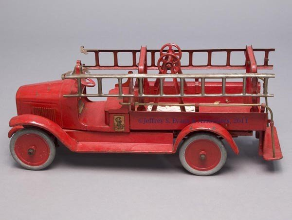 """19: BUDDY """"L"""" PRESSED STEEL HOOK AND LADDER TOY FIRE TR"""